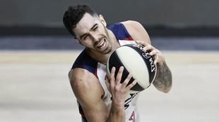 Luca Vildoza se lamenta por una jugada en un partido del TD Systems...