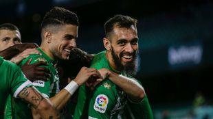 Borja Iglesias, celebrando un gol con Bartra