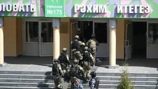 Fuerzas rusas entran en la escuela donde se produjo la masacre /