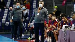 El técnico Xavi Pascual durante un partido con el Barcelona /