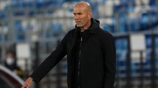 Zinedine Zidane en un juego con el Real Madrid.