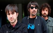 Los miembros de la banda Lori Meyers posan durante una entrevista...