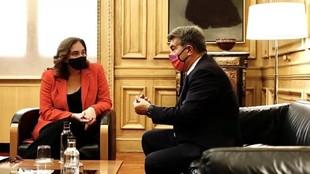 Ada Colau y Laporta, en una reunión.