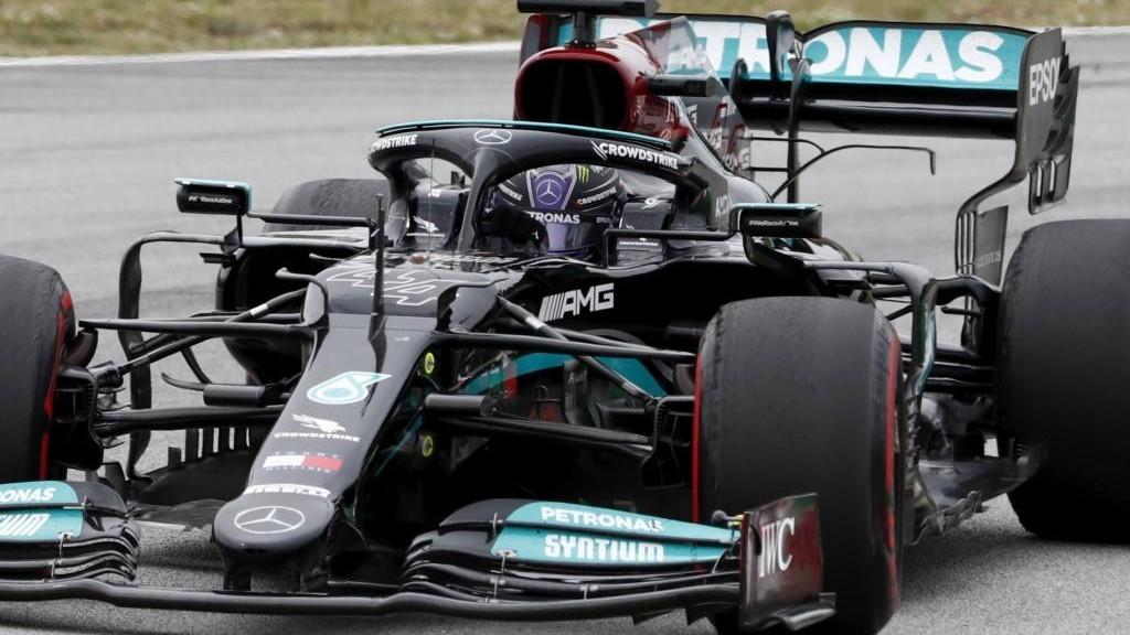 Lewis Hamilton con su Mercedes W12 en el Gran Premio de España