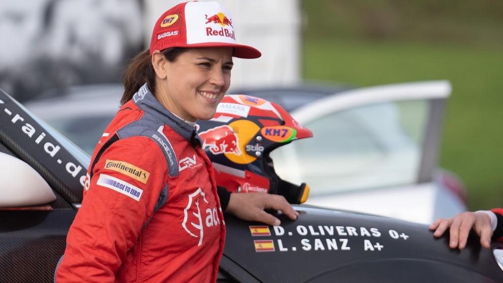 """Laia Sanz, primer paso hacia el sueño de los coches: """"Ahora soy una rookie total"""""""