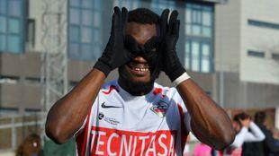 Félix Ofoli Quaye posa tras un triunfo del Sanse esta temporada.