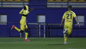 Dani Ojeda corre a celebrar con Nwakali el gol que le endosó el...