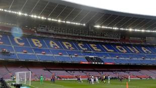 Imagen de un partido sin público del Camp Nou