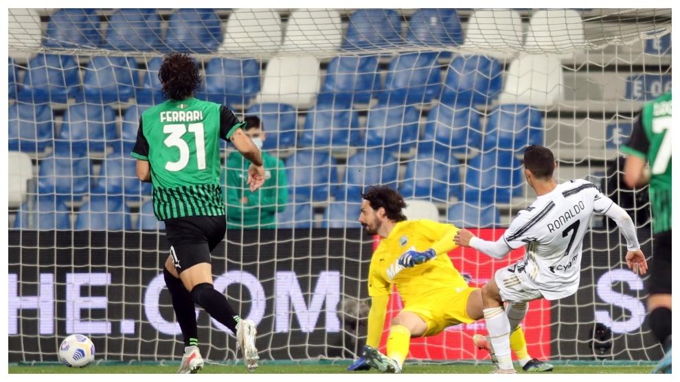 Sassuolo vs Juventus: Ronaldo and Buffon keep Juventus' Champions League  hopes alive - Serie A