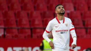 En-Nesyri (23) sonríe mirando al cielo tras marcar ante el Valencia.