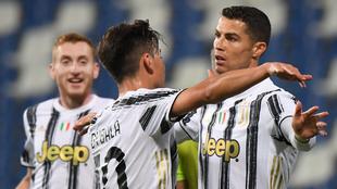 Festejo de Dybala y Cristiano Ronaldo ante el Sassuolo.