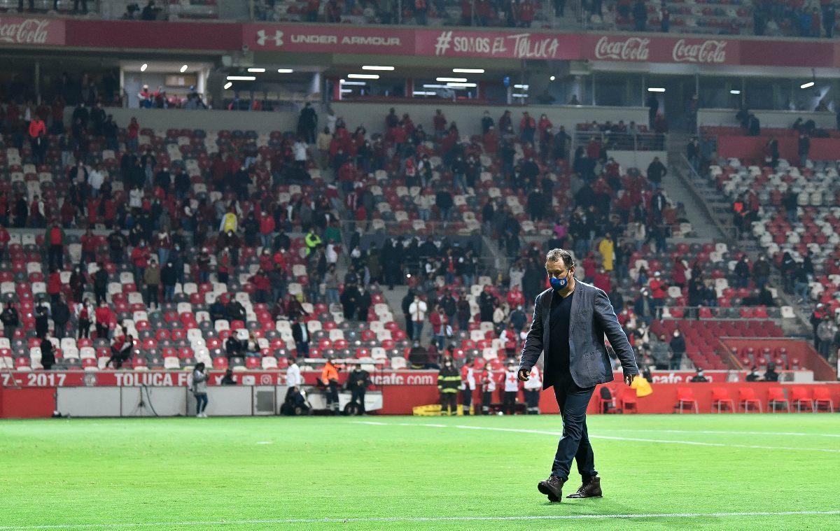 Juan Reynoso durante los cuartos de final de ida en el Nemesio Díez.