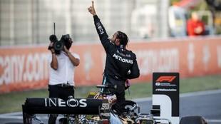 Hamilton, celebrando el título de 2020
