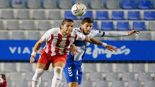 Lance del partido Sabadell-Almería, con las gradas de la Nova Creu...