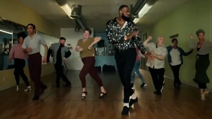 ¿Te imaginas a LeBron bailando salsa? No lo imagines, disfrútalo aquí