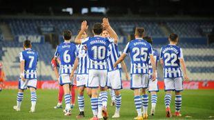 Los jugadores realistas celebran el gol de Oyarzabal al Elche, el...