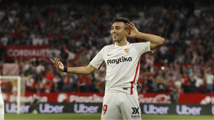 El sevillista Munir (25) celebra su gol en un derbi en Nervión.
