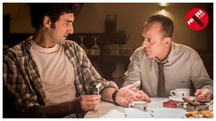 Miki Esparbé y Javier Gutiérrez, en una escena de la serie...