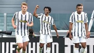 Cuadrado festeja uno de los dos goles que le hizo al Inter.