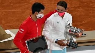 Rafael Nadal y Novak Djokovic, tras la final del pasado Roland Garros