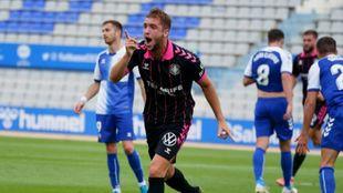 Vada celebra el primero gol del Tenerife en la Nova Creu Alta