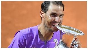 Nadal muerde el trofeo de Roma