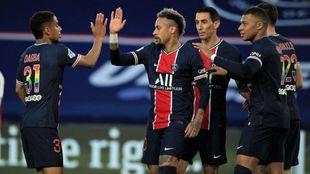 Neymar y Mbappé, tras el primer gol.