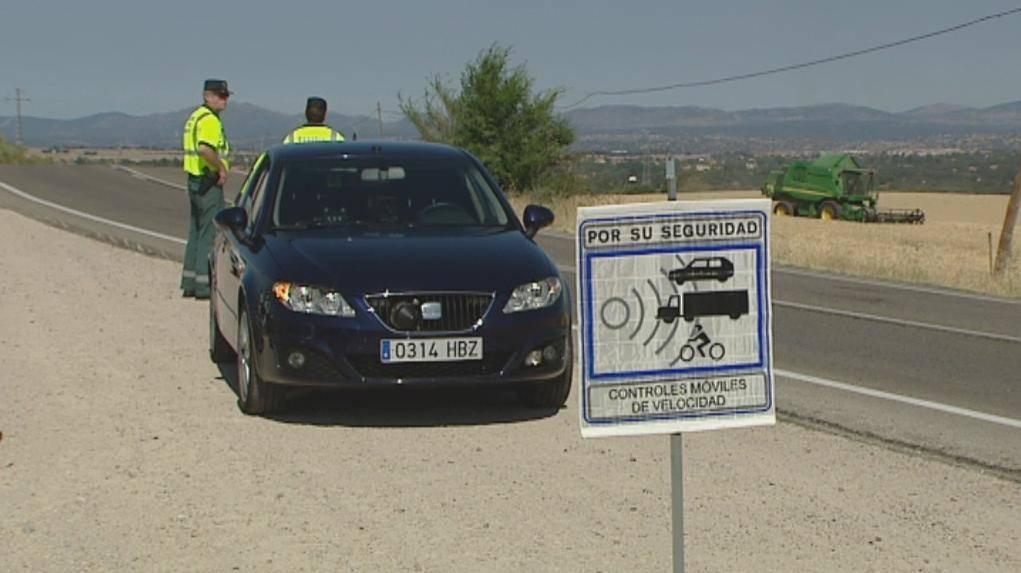 Un control de velocidad de la Guardia Civil con radar móvil.