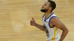 Stephen Curry celebra una de sus canastas ante los Grizzlies