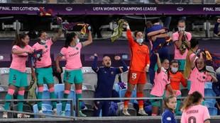 El banquillo del Barcelona celebra la conquista de la Champions.