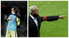Santiago Solari consuela a uno de sus jugadores y Javier Aguirre da...