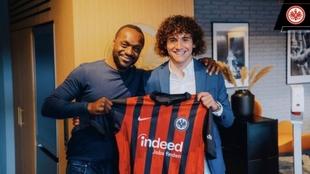 Fabio Blanco, con el director deportivo de Eintracht Frankfurt, Ben...
