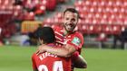 Roberto Soldado celebra un gol con su compañero Kenedy esta...