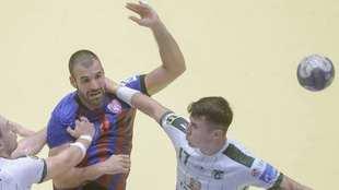El lateral hispano-rumano Javier Humet, durante un partido con el...