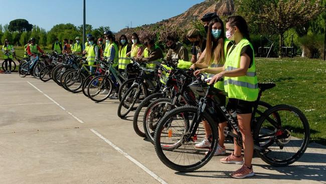 Madrid se adelanta a la DGT en el uso del casco para bicis y patinetes