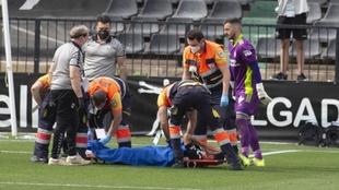 Jorge Fernández abandona Castalia en camilla tras caer lesionado ante...