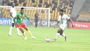 Ismahila, a la derecha, en un partido frente a Camerún.