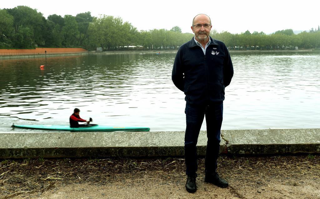 Pedro Pablo Barrios posa delante del lago artificial de la Casa de...