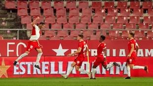 Juanpe celebra el gol que marcó al Sporting.