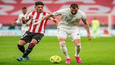 Vencedor, en una acción con Benzema durante el último partido de...