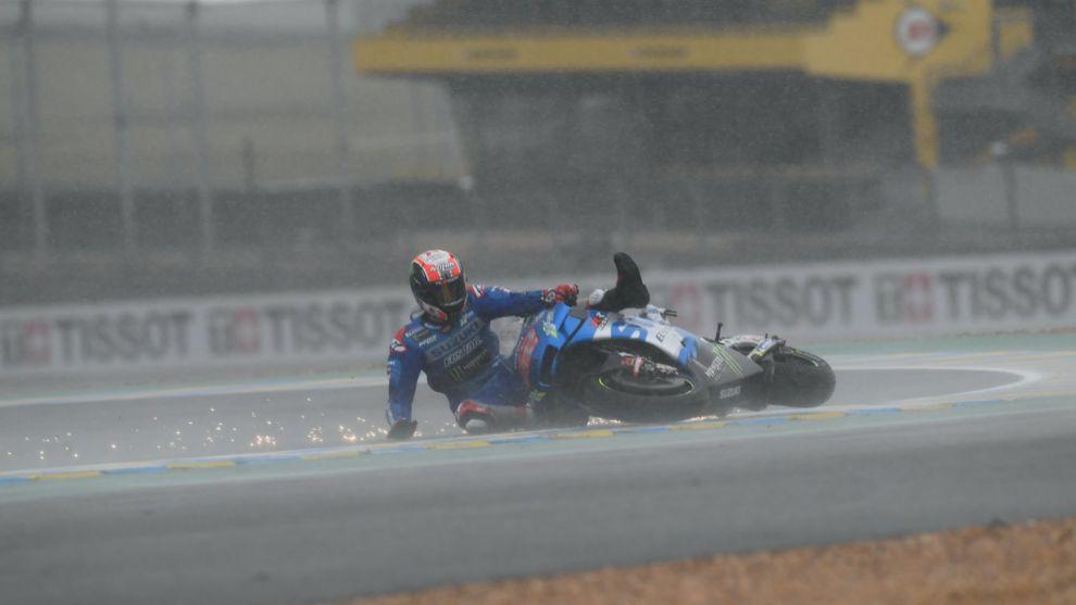 Álex Rins, al caerse en Le Mans.