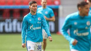 Mehmet Can Aydin, durante su debut con el Schalke.