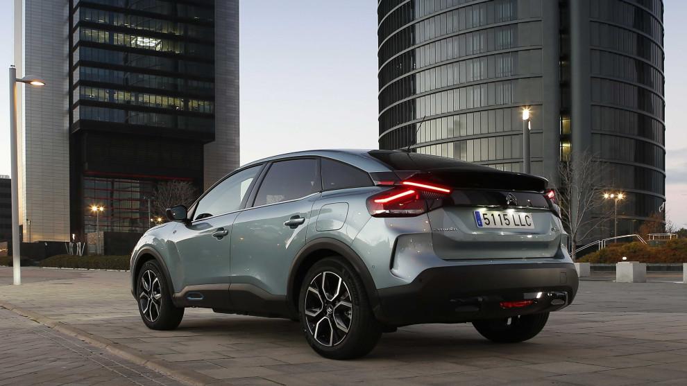 El Citroën ë-C4 está disponible desde 25.423 euros o 195 euros al mes con el Plan Moves III.