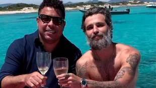 Ronaldo brinda con el actor brasileño Bruno Gagliasso