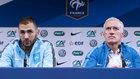 Karim Benzema y Deschamps, en una rueda de prensa