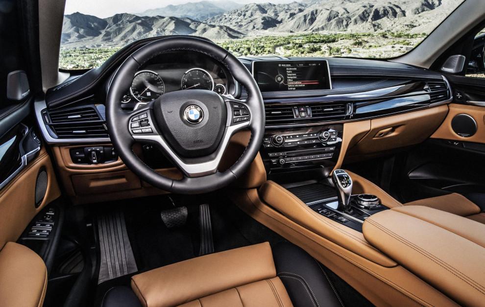 El BMW X6 de 2015 tenía un interior sofisticado y moderno con materiales de calidad.
