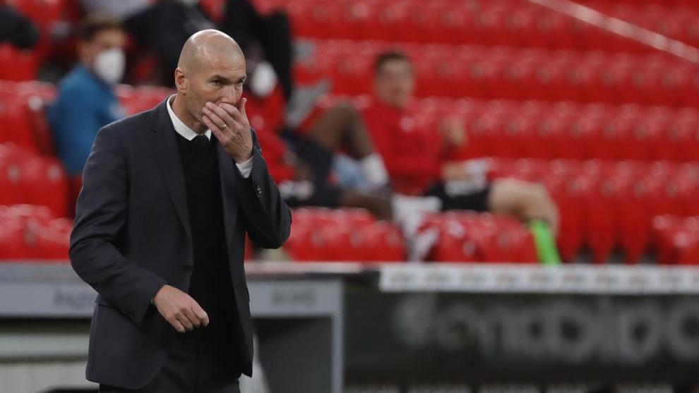 Zidane, durante el partido que disputó el madrid en San Mamés.