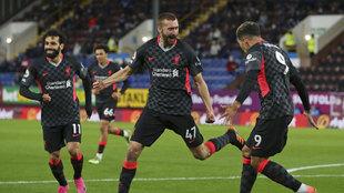 Phillips celebra con Firmino y Salah su gol al Burnley.