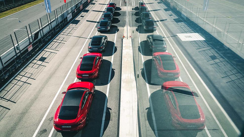 Los coches reunidos en el Jarama sumaban más de 15.000 caballos de potencia.