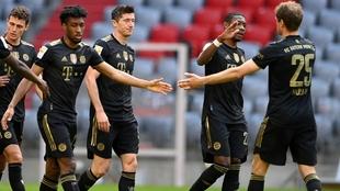 bayern munich les rindio un emotivo homenaje a los jugadores que se...